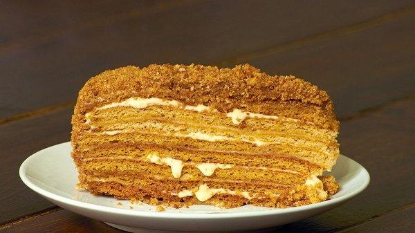 Как приготовить торт с медовым бисквитом