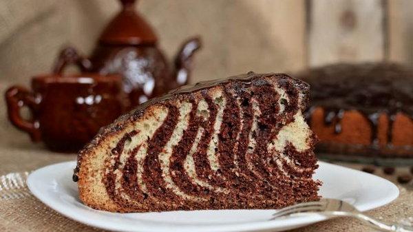 Легкий пирог станет незаменимым на праздничном столе благодаря одному секретному ингредиенту