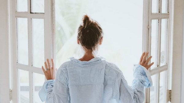 Чтобы встать с утра самой красивой, делайте перед сном эти простые вещи