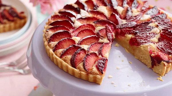 Самый быстрый вишневый пирог уже в твоей кулинарной книге! Спешите испечь.