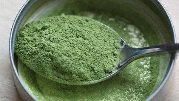 Этот порошок содержит намного больше антиоксидантов, чем черника, железа, чем шпинат и витамина А, чем морковь!