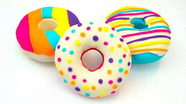 Яркие аппетитные пончики из легкого пластилина