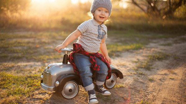 До какого возраста подходят детские машинки-каталки