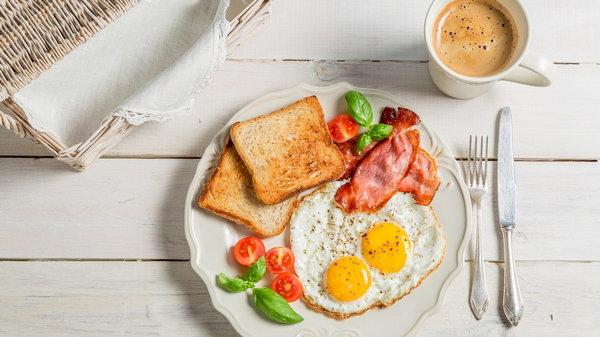 В какое время лучше завтракать