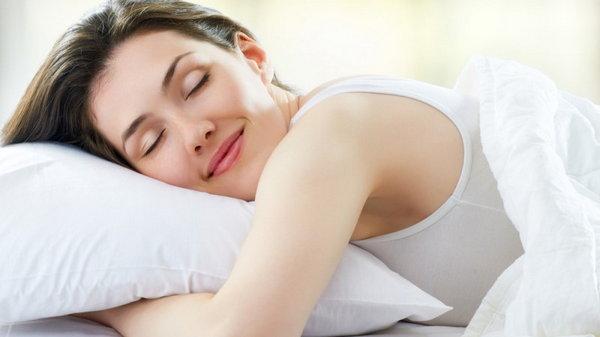 Страдание или счастье? Что позы ног и рук во время сна могут рассказать о вас