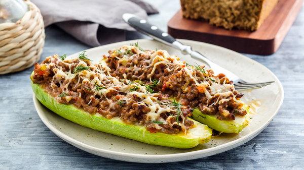 Готовим фаршированные кабачки в духовке: вкусный рецепт