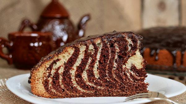 Пирог «Зебра»: рецепт нарядного угощения на праздничном столе