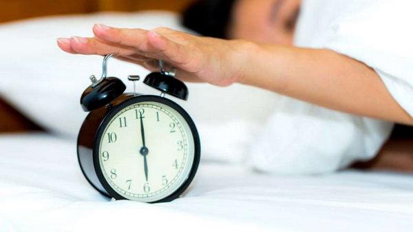 Как правильно спать, чтобы на лице не появлялись морщины?