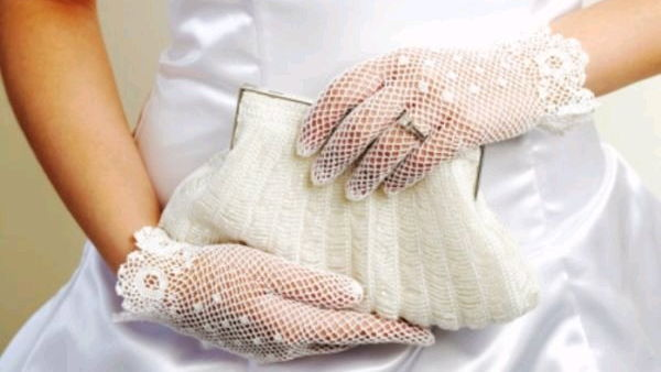 Что положить в свадебную косметичку?