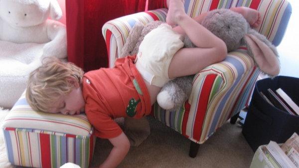 Забавные малыши: как уснуть в любых условиях