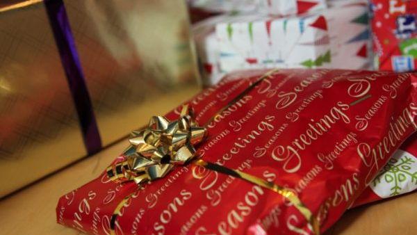 Пусть подарки упаковывают дети