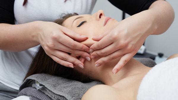 Медовый лифтинг массаж для омоложения овала лица